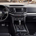 Особенности салона в автомобиле Volkswagen Amarok Aventura